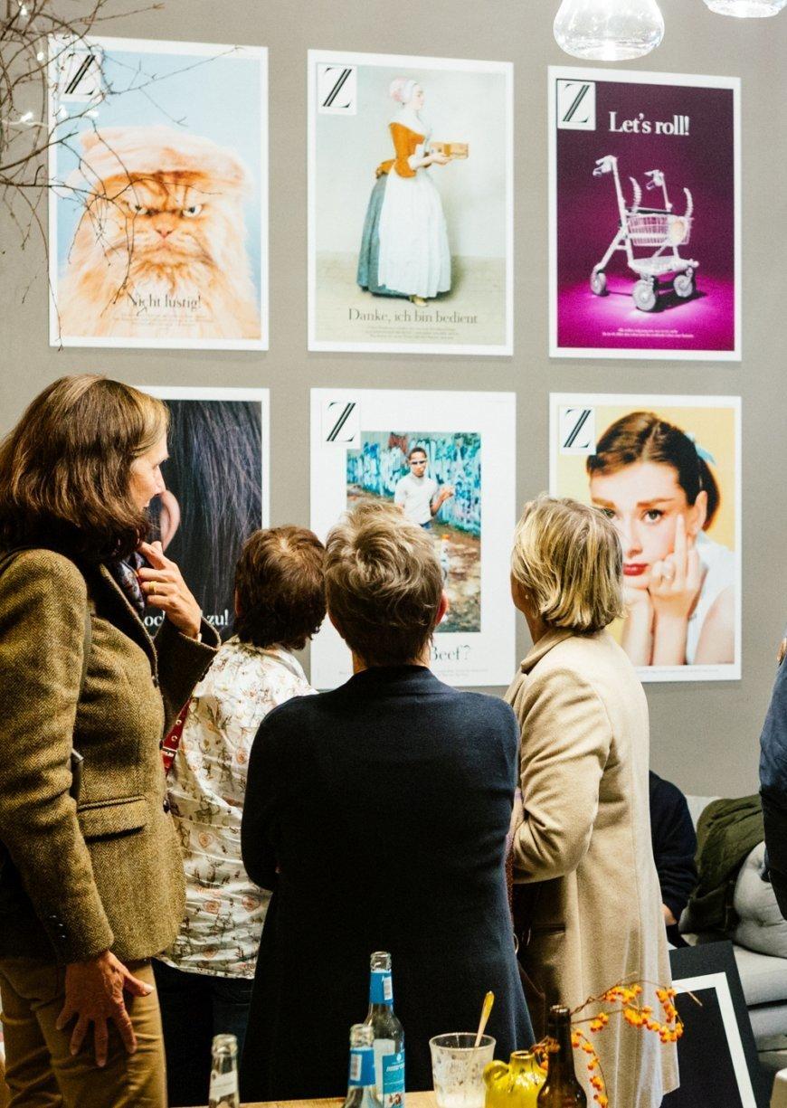 Ausstellungseröffnung der mutigsten Z-Plakate im ZEIT Café