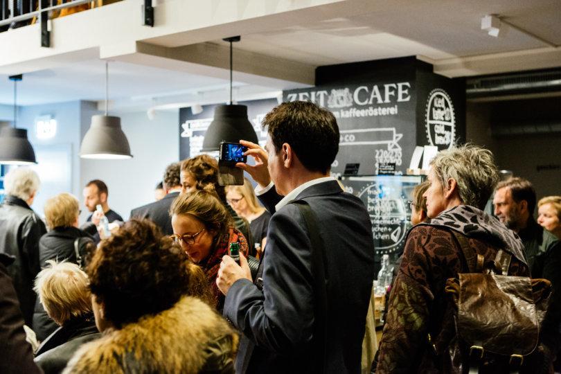 Unter-Freunden-Abend: Die mutigsten Z-Plakate im ZEIT Café