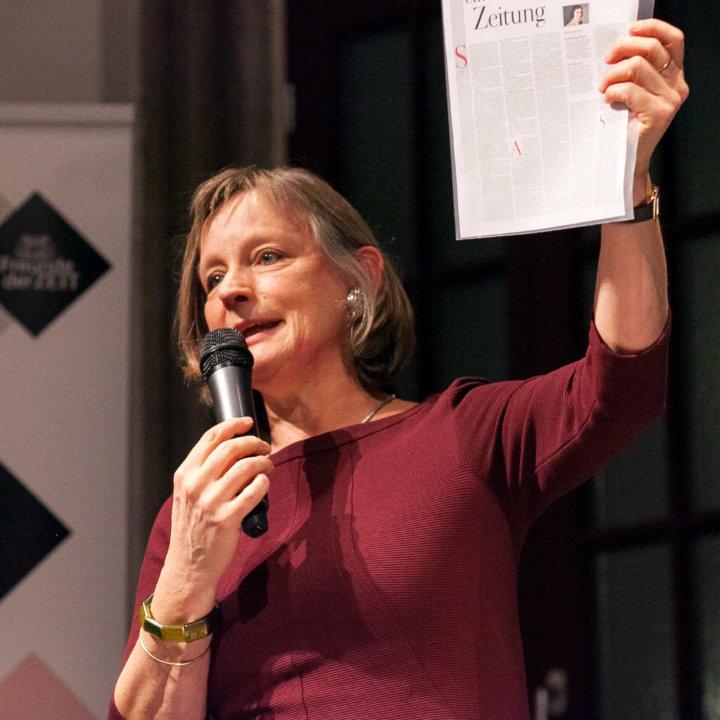 """Dr. Elisabeth von Thadden beim Unter-Freunden-Abend """"Was braucht der Mensch?"""""""