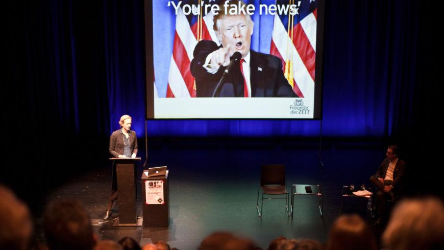 Fakt oder Fake live auf der Bühne