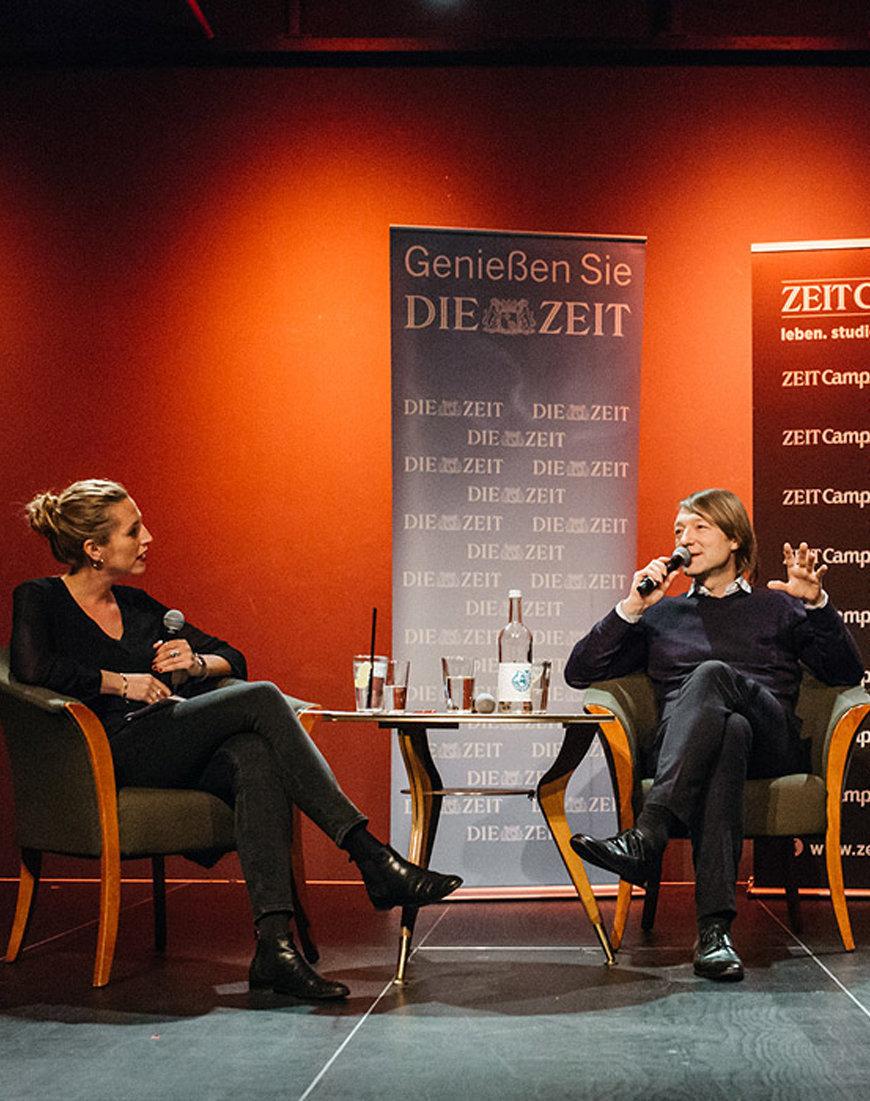 Sprecher bei einer Veranstaltung der langen Nacht der ZEIT