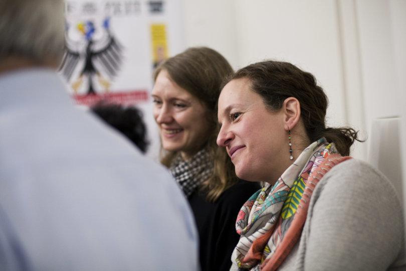 Gespannte Leserinnen beim Redaktionsbesuch in Zürich