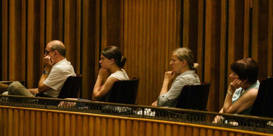 Zuschauer im Schiller Theater Berlin