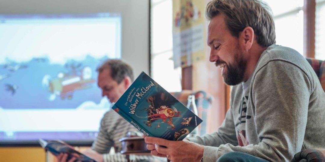 Steven Gätjen beim Vorlesetag