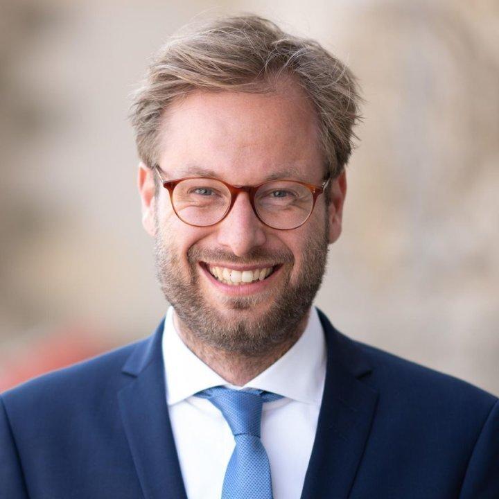 Dr. Anjes Tjarks