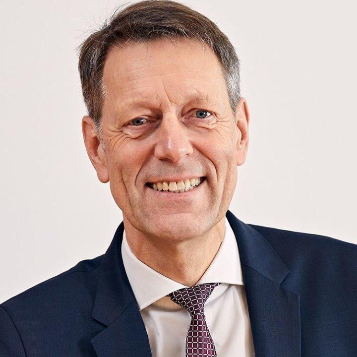 Dr. Georg Schuette