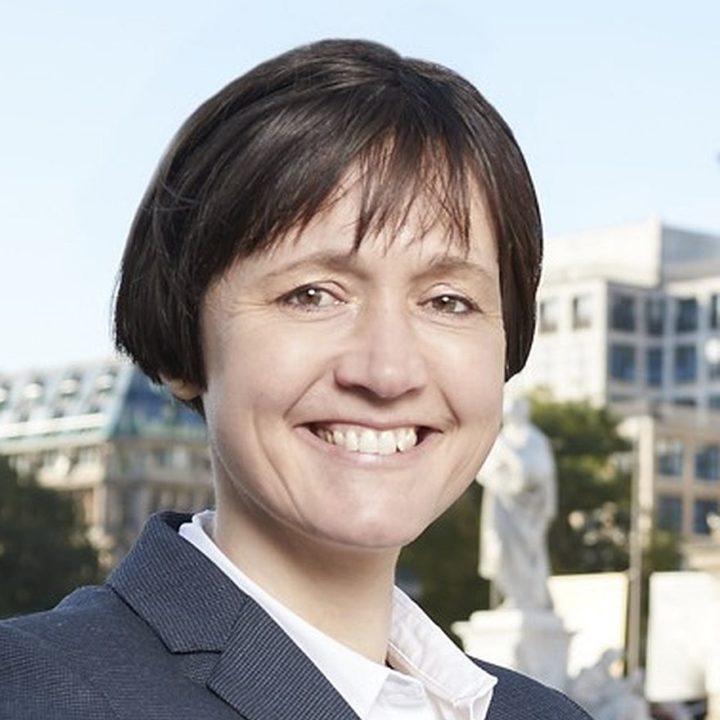 Dr. Olivia Henke